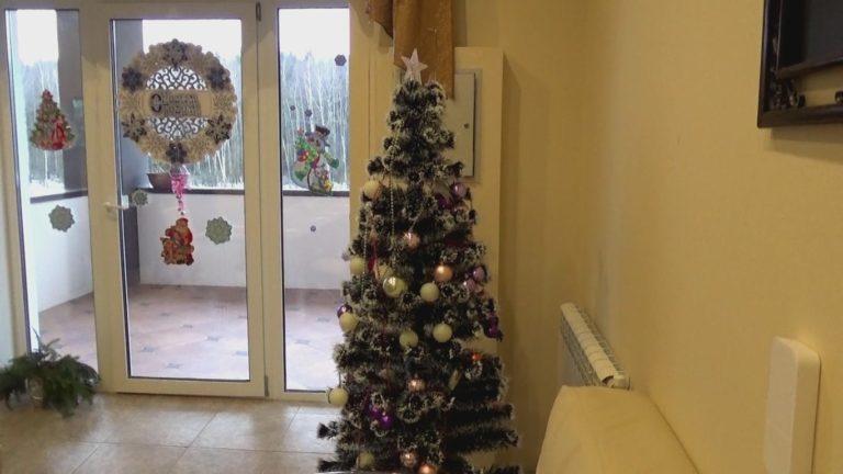 Дед Мороз пришел к нам в дом. Подарки достались всем! Недаром наши гости писали письма новогоднему волшебнику!