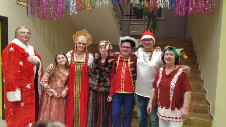 В канун нового года принято ходить в театр. В пансионат «Лосиный остров» театр пришел сам!